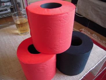 RENOVAの赤いトイレットペーパー